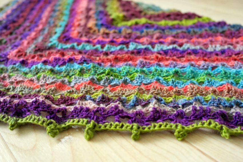 ako blokovať pletenú šatku